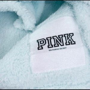 🆕 PINK LOGO SUPER CUTE COZY BLANKET